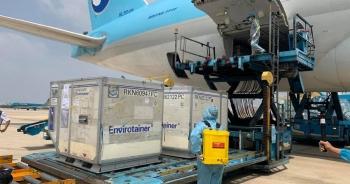 Vì sao vắc xin Anh tới Việt Nam bằng máy bay Hàn Quốc?