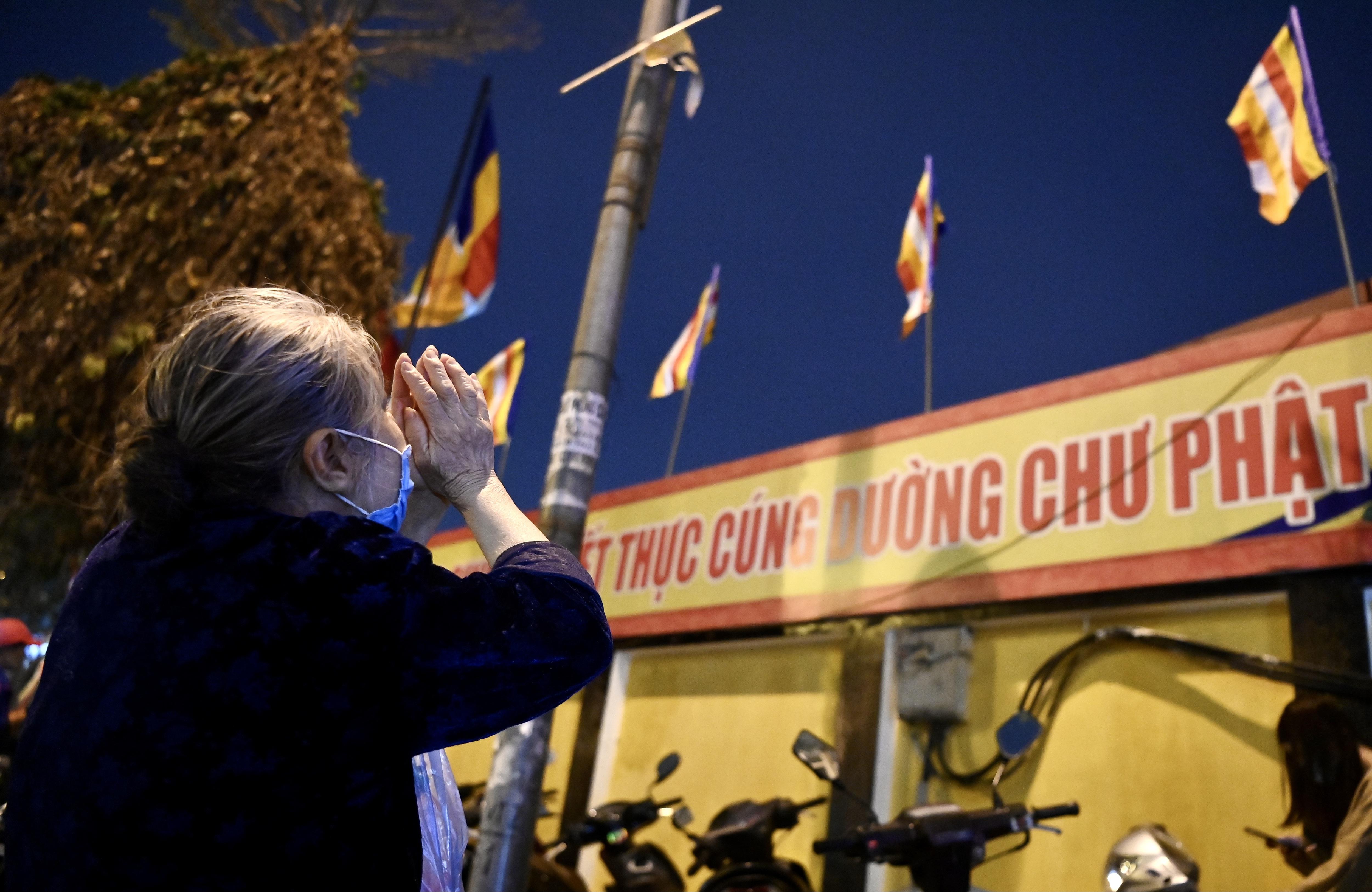 Lễ cầu an online chùa Phúc Khánh: Một mình giữa đường cúng dường chư Phật - 5