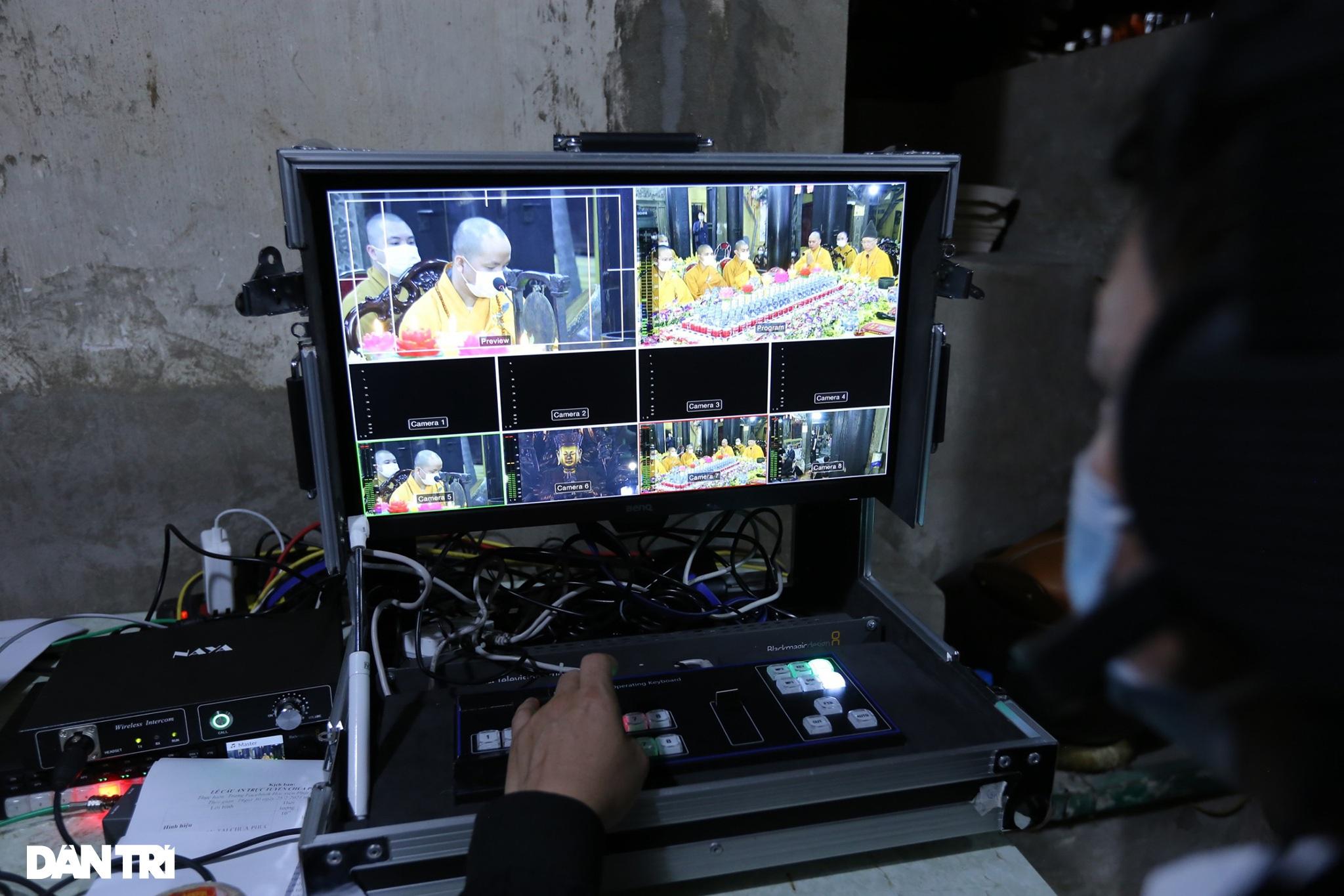 Lễ cầu an online chùa Phúc Khánh: Một mình giữa đường cúng dường chư Phật - 11