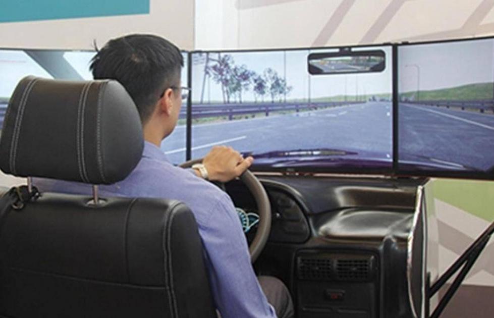 Lùi thời gian học và thi lái xe bằng phần mềm mô phỏng