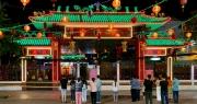 Lễ hội lớn nhất Đông Nam Bộ đóng cửa, người dân đứng ngoài chùa cầu an