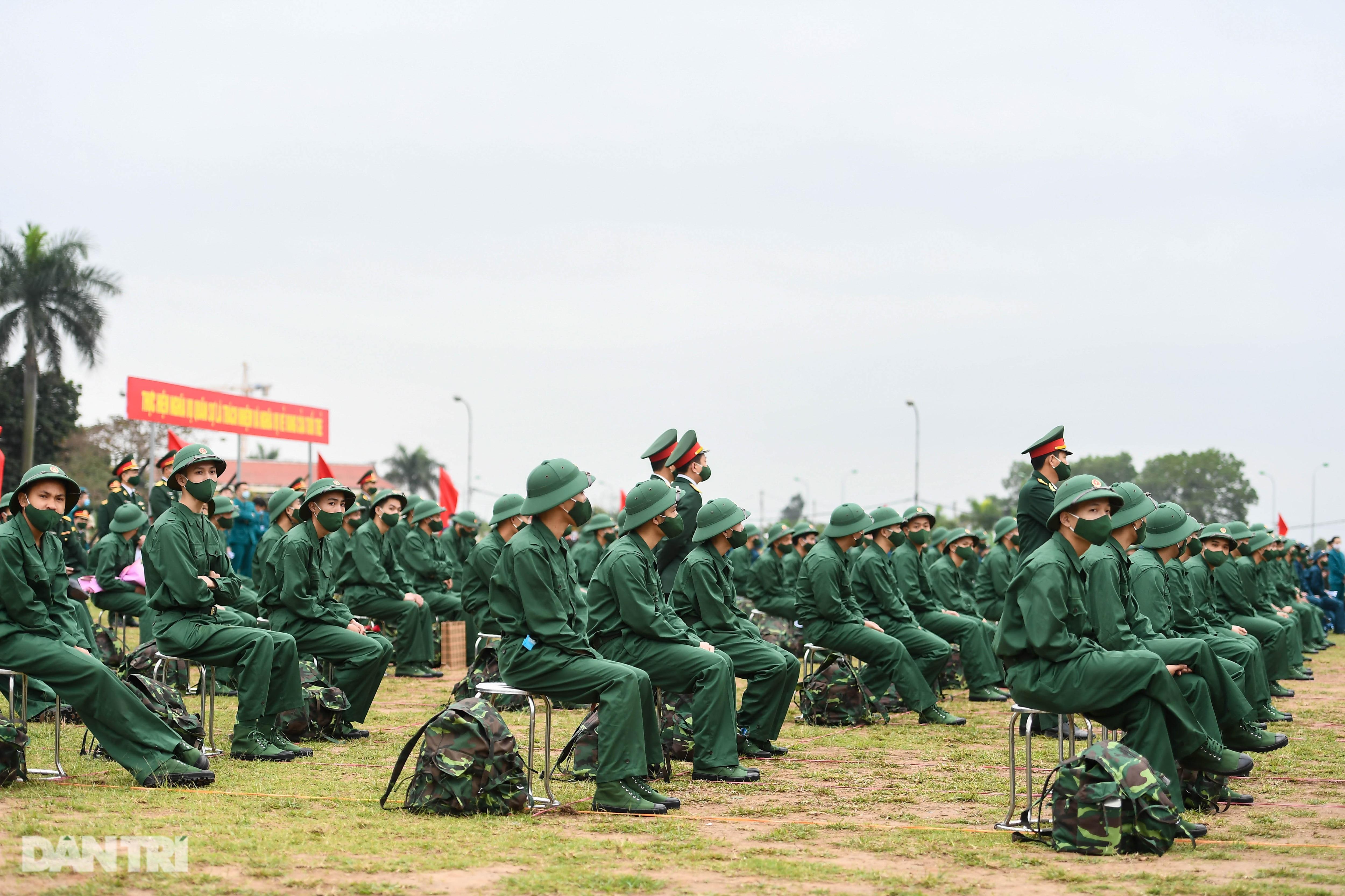 Xúc động khoảnh khắc tân binh thủ đô lên đường nhập ngũ - 6