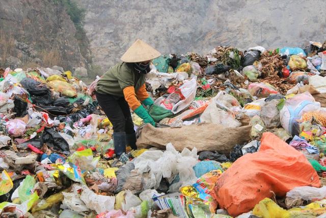 Chuyện những người quanh năm kiếm cơm ở… bãi rác - 5