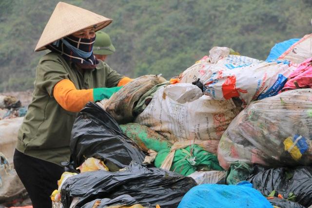 Chuyện những người quanh năm kiếm cơm ở… bãi rác - 3