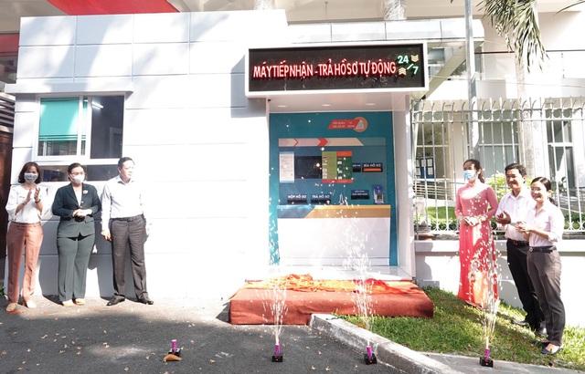 Lần đầu tiên có ATM tiếp nhận và trả hồ sơ - 1