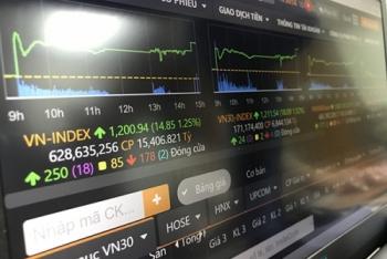 VN-Index vượt đỉnh 1.200 điểm