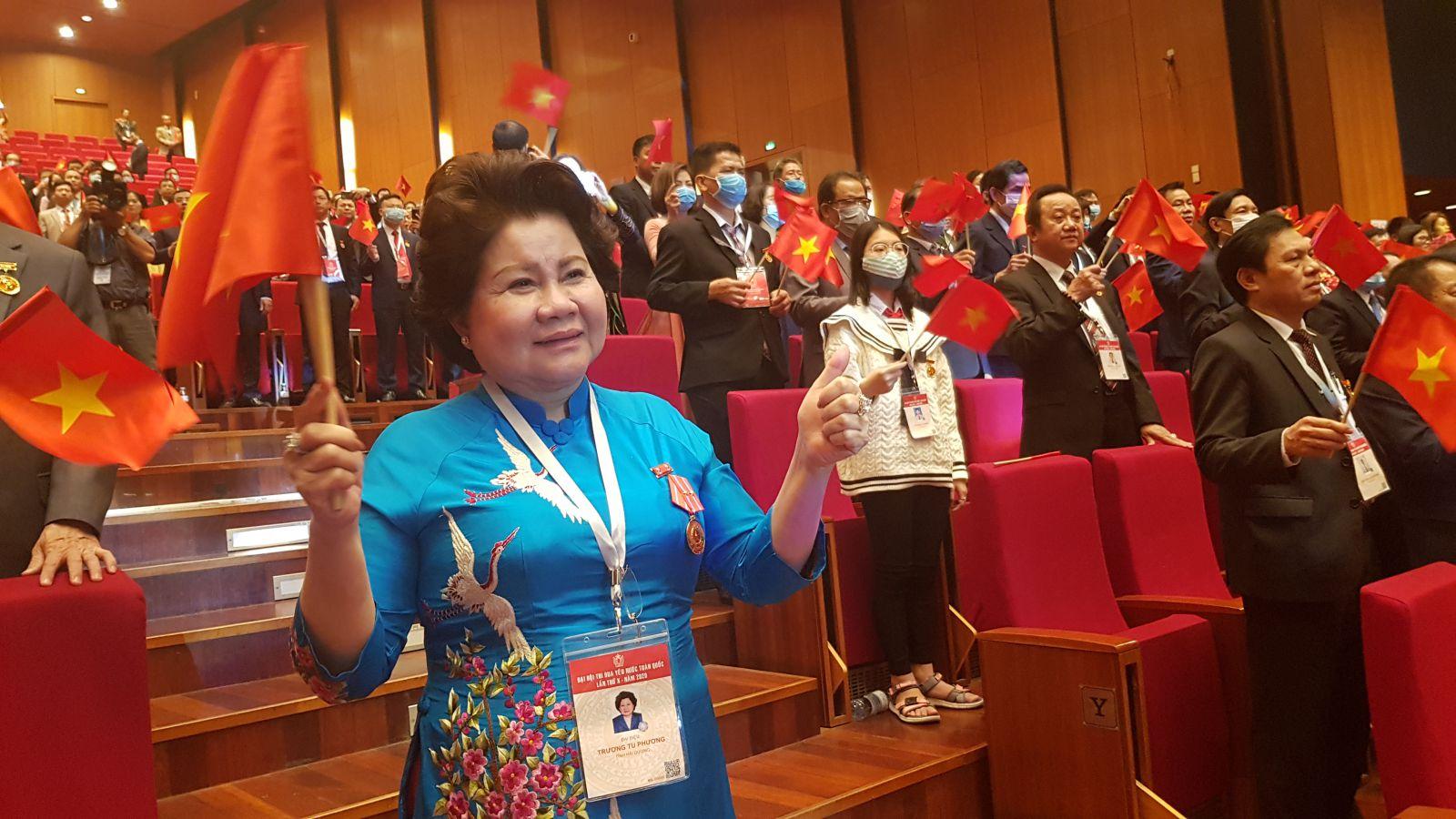 Doanh nhân Trương Tú Phương tham dự Đại hội Thi đua yêu nước toàn quốc lần thứ X.