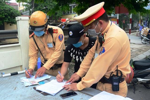 Xử phạt vi phạm giao thông: Tăng tiền phạt là cần thiết nhưng chưa đủ