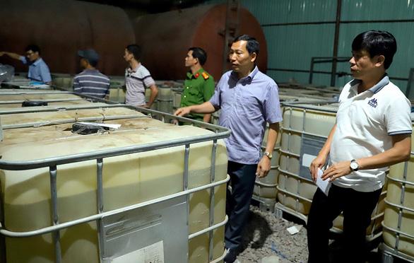 Bộ đội biên phòng tỉnh Bà Rịa - Vũng Tàu kiểm tra tàu cá Bến Tre chở khoảng 180.000 lít dầu do không có giấy tờ