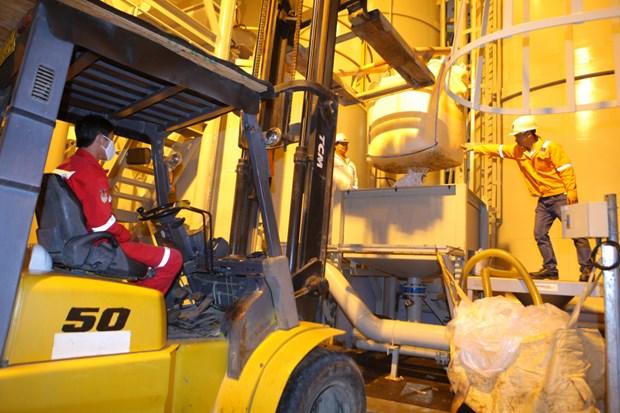 Kỹ sư PVC pha hoá chất tại Cảng