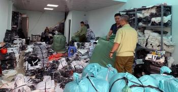 Hà Nội: Phát hiện kho hàng chứa hàng vạn sản phẩm giả nhãn hiệu LV, Gucci, Nike