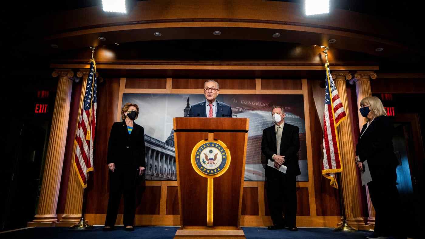 Cuộc khủng hoảng chất bán dẫn toàn cầu cung cấp chất xúc tác hỗ trợ Lãnh đạo Đa số Thượng viện Hoa Kỳ Chuck Schumer khi ông thúc đẩy luật phân bổ 100 tỷ đô la để cạnh tranh với Trung Quốc về công nghệ quan trọng.