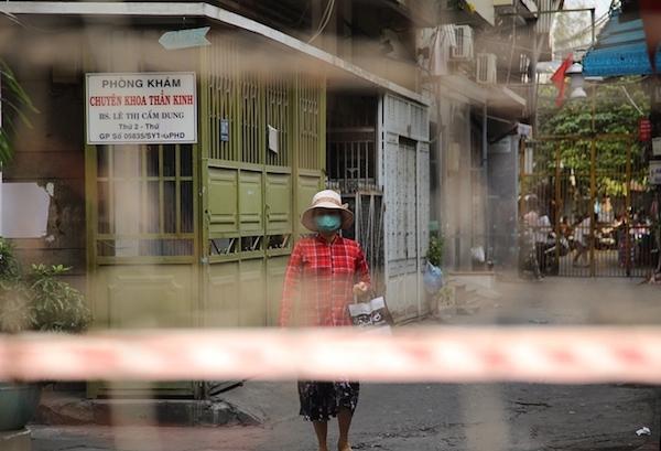 TP Hồ Chí Minh: Phong tỏa 2 địa điểm liên quan ca mắc Covid-19 nhập cảnh trái phép