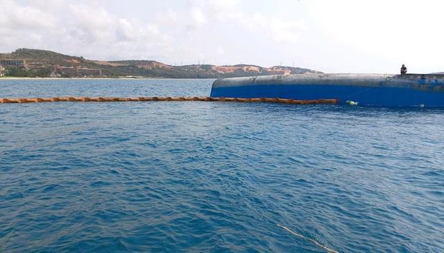 Cần 20 ngày trục vớt tàu 2.500 tấn chìm ở biển Mũi Né - 3