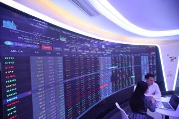 Vượt đỉnh lịch sử, VN-Index có bền bỉ leo dốc đường dài?