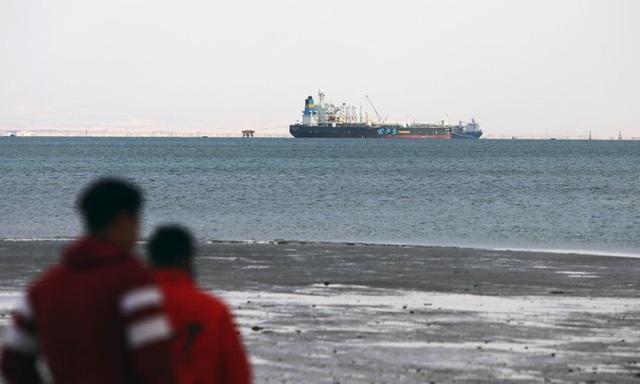 Bị kẹt kéo dài ở Suez, doanh nghiệp Trung Quốc như ngồi trên đống lửa - 1