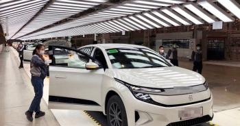 """Thấy gì khi Trung Quốc đang đổi thay """"bàn cờ ô tô điện"""" của thế giới?"""