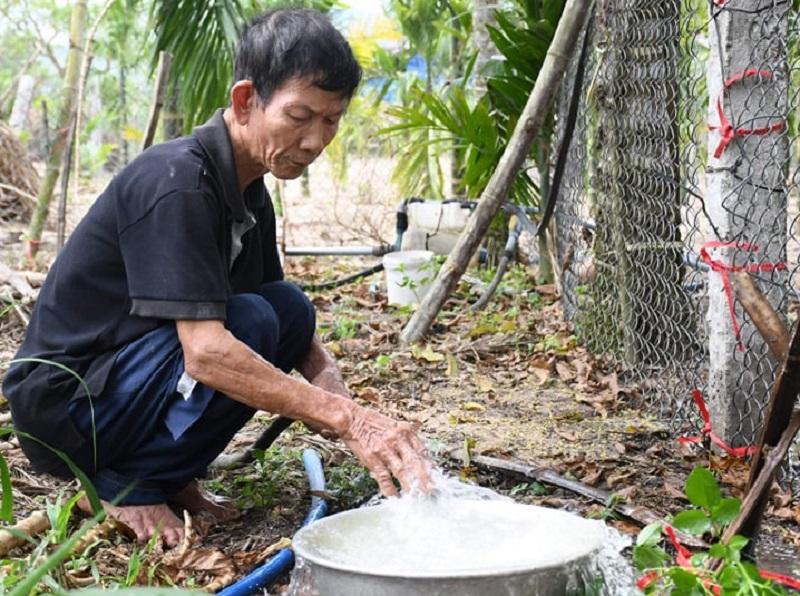 Hàng chục giếng nước bốc mùi và đổi màu bất thường ở Quảng Ngãi