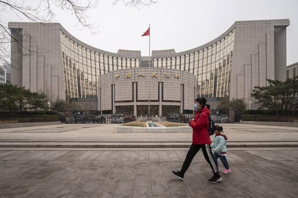 giảm dần các biện pháp kích thích để cắt nợ, cũng như giảm thiểu rủi ro tài chính