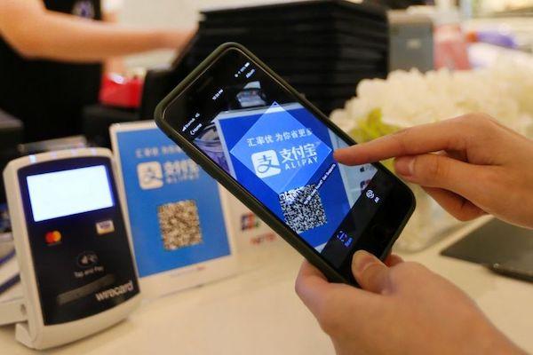 Trung Quốc có có hai ông lớn trong thị trường thanh toán di động bán lẻ là Alipay và Tencent Pay với 98% thị trường