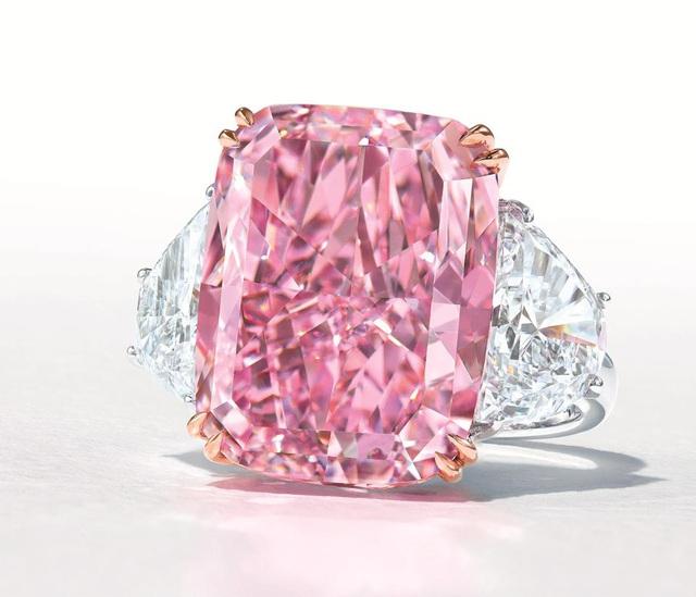 Viên kim cương hồng tím cực hiếm sắp được bán với giá 38 triệu USD