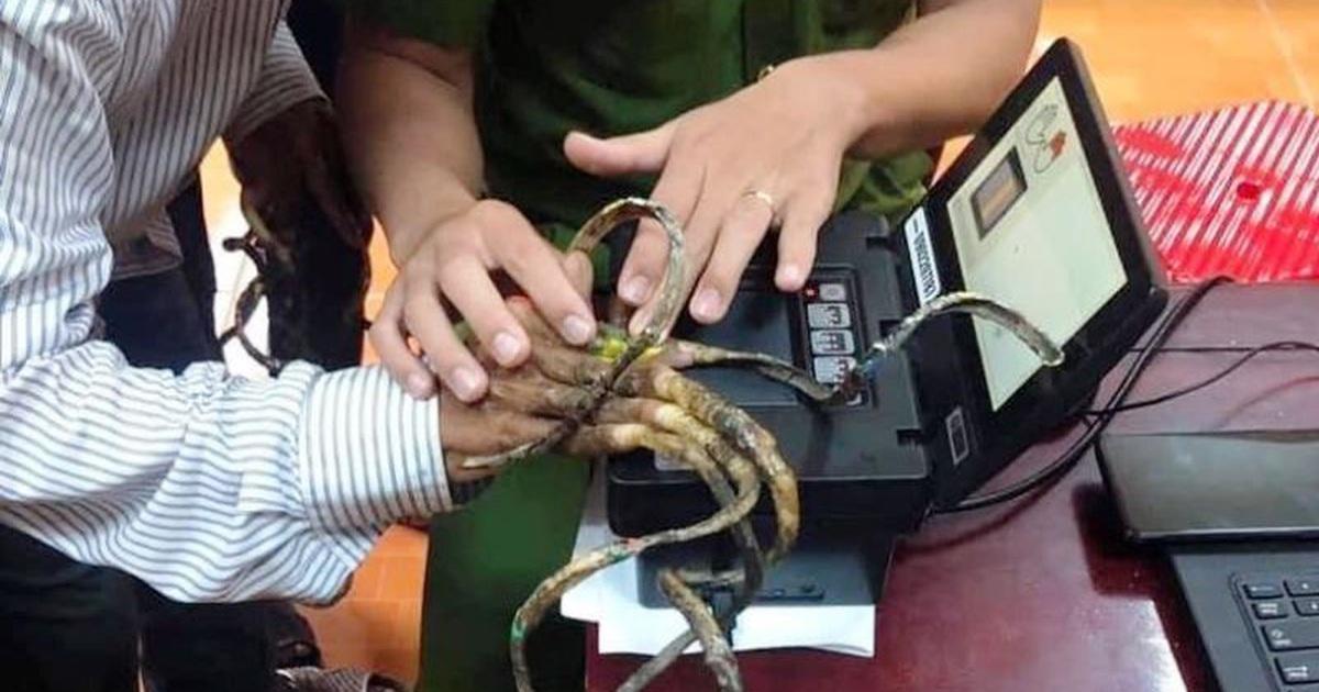 """""""Đánh vật"""" 25 phút không lấy nổi vân tay người có bộ móng dài nhất Việt Nam"""