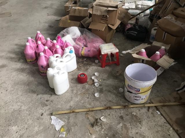 Phát lộ xưởng sản xuất nước giặt xả ngoại mang công nghệ... xô chậu - 2