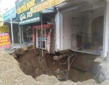 """Cận cảnh hố tử thần sâu 5m """"nuốt"""" nhà dân ở Hà Nội"""