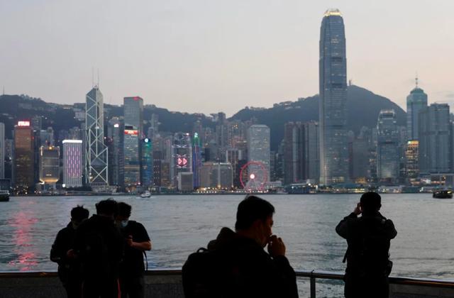 Số triệu phú Hồng Kông tăng kỷ lục bất chấp kinh tế suy thoái trầm trọng - 1