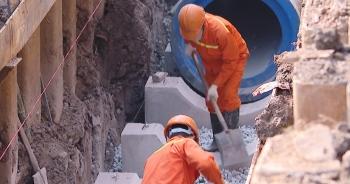 Lắp đặt những đoạn cống đầu tiên của hệ thống gom nước thải sông Tô Lịch