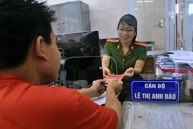 Theo chân người vô hình đi làm căn cước công dân ở Hà Nội - 8