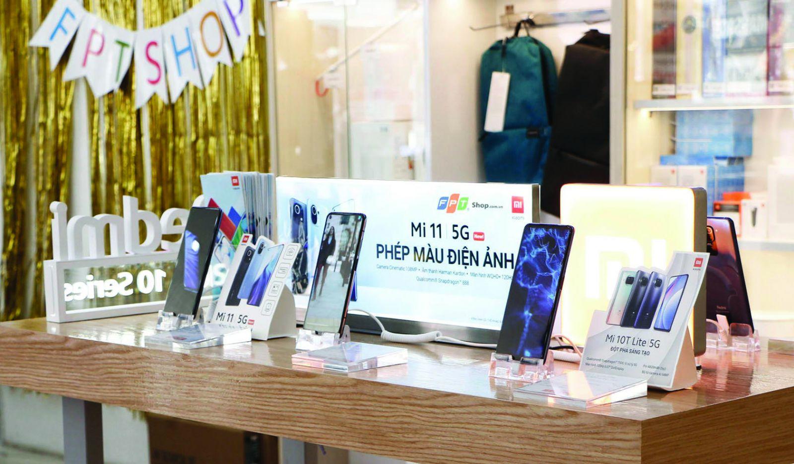 FPT Shop không chỉ bán smartphone Xiaomi mà còn kinh doanh các sản phẩm thông minh IoT thuộc Mi Eco.