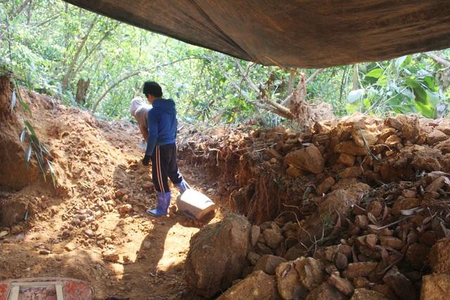 Vàng tặc ở Bồng Miêu: Tiền công ngày 200 nghìn, thấy công an là phải trốn - 4