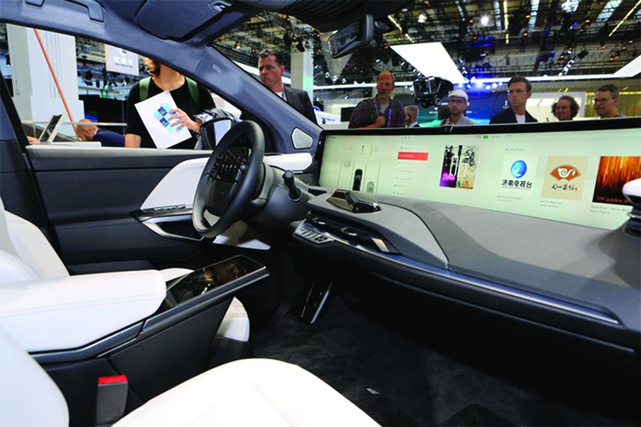 TrungQuốc đang nỗ lực tiến tới nội địa hóa hoàn toàn xe ô tô điện. (Mẫu xe điện Byton M-Byte của Trung Quốc tại triển lãm CES ở Mỹ. Ảnh: AutoBlog)