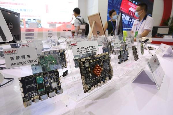 ác sản phẩm bán dẫn được trưng bày tại Hội nghị Bán dẫn Thế giới 2020 ở Nam Kinh, Trung Quốc,