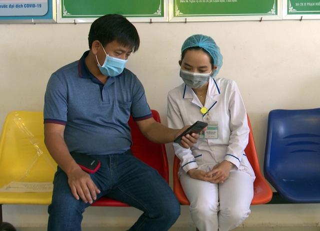 Vào bệnh viện cấp cứu, bệnh nhân đánh cả bác sĩ, phá thiết bị y tế - 3