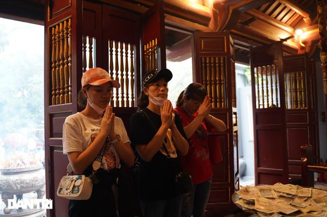 Hàng nghìn du khách đội mưa đi lễ đền Hùng dù chưa tới ngày khai hội - 8