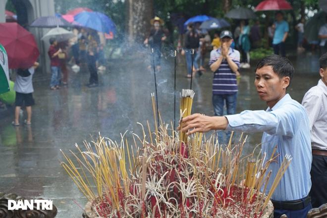Hàng nghìn du khách đội mưa đi lễ đền Hùng dù chưa tới ngày khai hội - 9