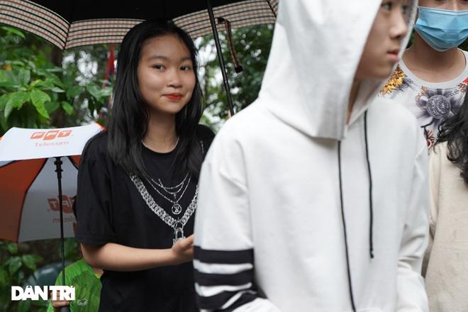 Hàng nghìn du khách đội mưa đi lễ đền Hùng dù chưa tới ngày khai hội - 4