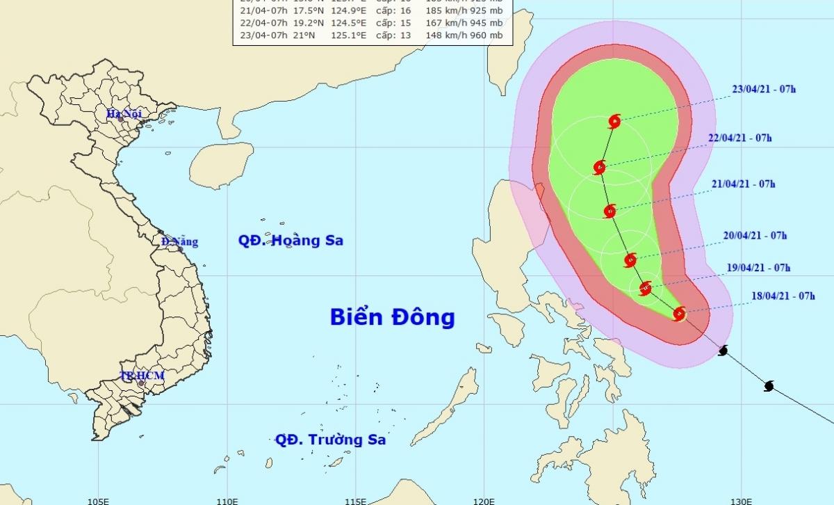 Siêu bão Surigae giật cấp 17 gần Biển Đông