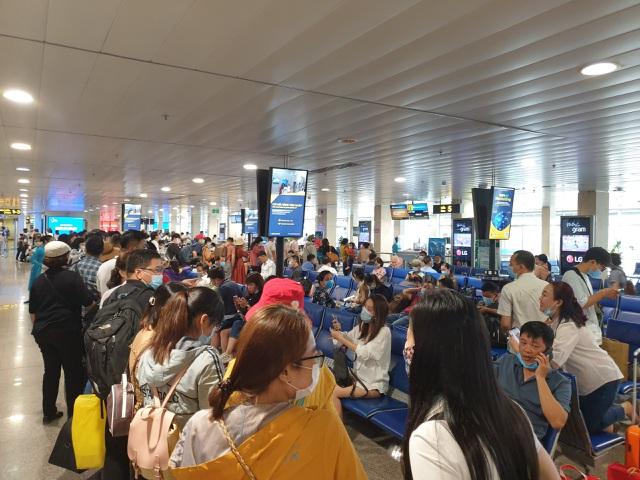 Sân bay Tân Sơn Nhất, ngày cao điểm 631 chuyến bay, gần 100.000 hành khách - 9