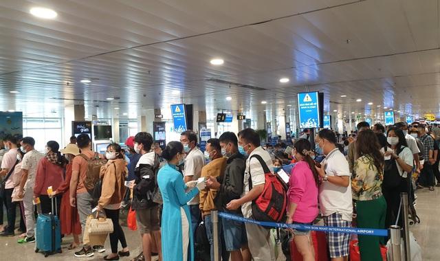 Sân bay Tân Sơn Nhất, ngày cao điểm 631 chuyến bay, gần 100.000 hành khách - 6