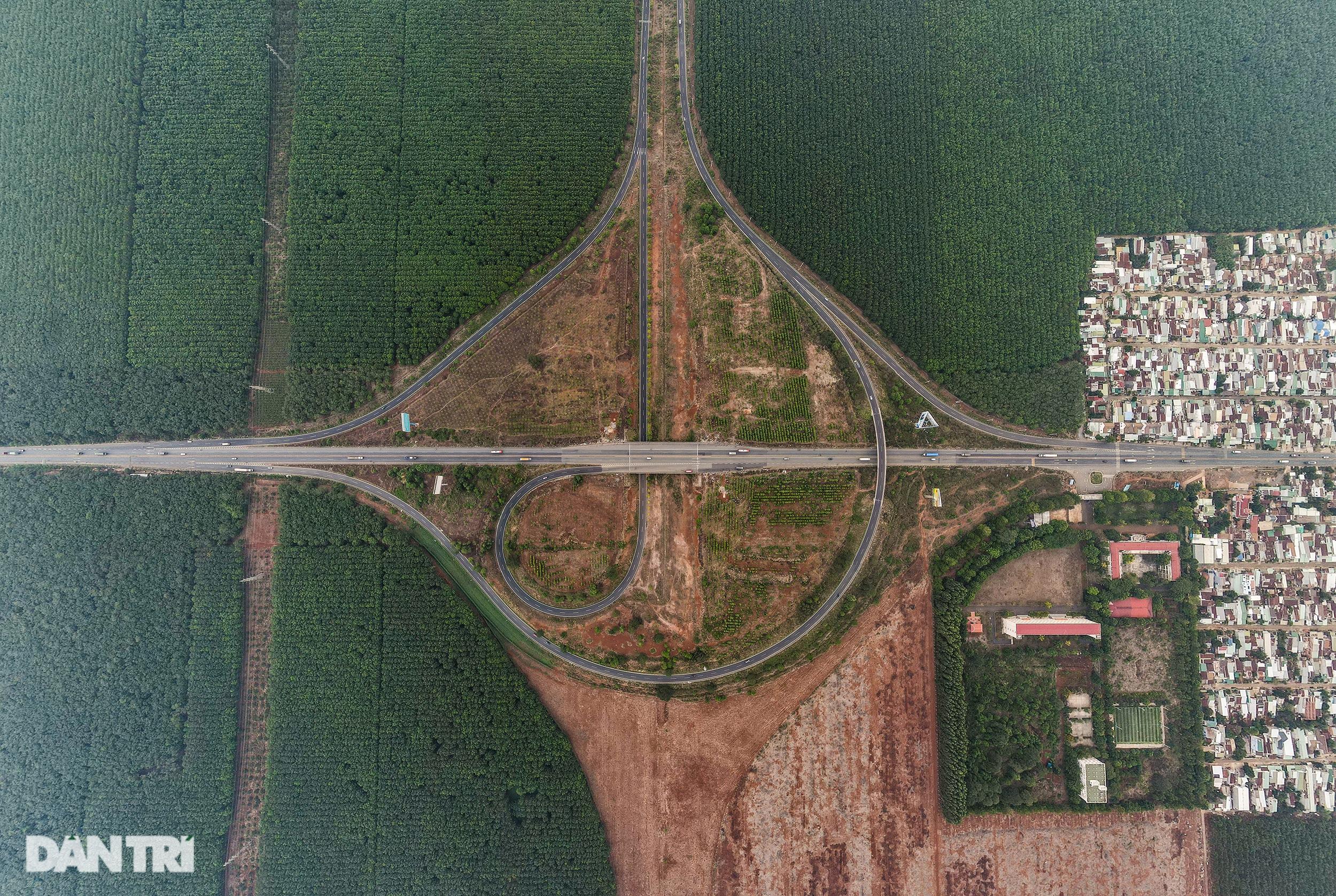 Gấp rút thi công các nút giao trọng điểm cao tốc Long Thành - Dầu Giây - 17