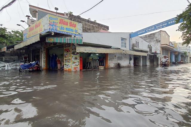 TPHCM sắp đón nhiều đợt mưa lớn, người dân cẩn thận khi ra đường - 3