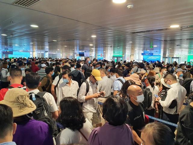 Bộ Giao thông họp khẩn giữa trưa vì Tân Sơn Nhất tắc không lối thoát - 1