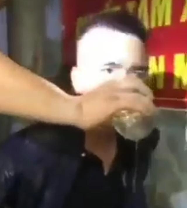 Bắt được 2 kẻ trộm chó, người dân mời uống nước, hút thuốc như khách quý - 2
