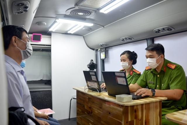 Từ ngày mai 1/5, TP HCM thực hiện cấp căn cước công dân gắn chip cho người tạm trú