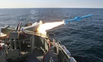 """Hoài nghi về tuyên bố """"diệt tàu sân bay Mỹ bằng một tên lửa"""" của giáo sĩ Iran"""