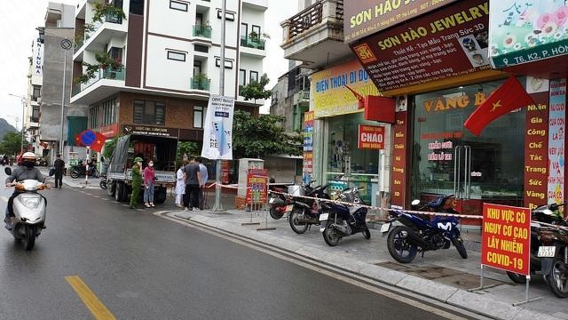 Quảng Ninh phong tỏa 2 khu phố, Hải Phòng đóng cửa nhiều nơi công cộng