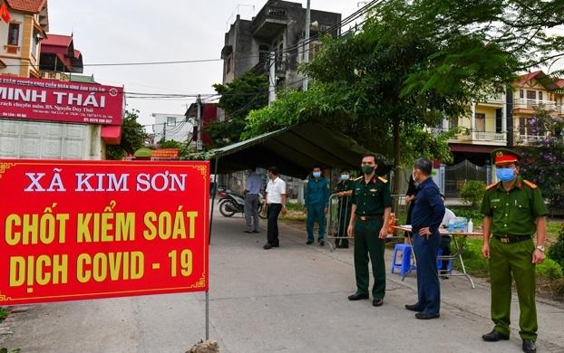 Hà Nội: Không tụ tập quá 10 người, hàng ăn trong nhà giãn cách tối thiểu 2m